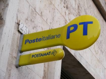 Coronavirus, ufficio postale chiude prima: clienti assaltano ingresso