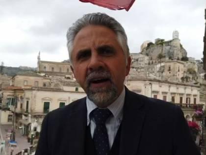 Virus, ha febbre e sintomi ma prende due aerei e va in Sicilia: positiva denunciata nel Ragusano