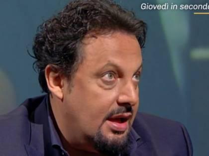"""Enrico Brignano: """"Coronavirus? È dura, molto più che in guerra"""""""