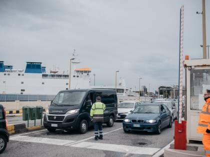 """""""Noi bloccati allo Stretto di Messina"""", le storie di chi non può tornare a casa"""