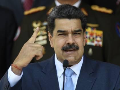Lo votano due venezuelani su 10. Maduro festeggia le elezioni farsa