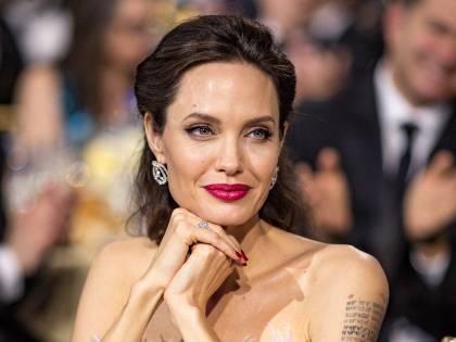 Angelina Jolie vieta a Jennifer Aniston di avere contatti con i suoi figli