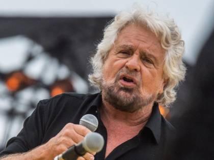 """""""Ora il reddito universale"""", Grillo scatena la protesta. FI: """"Solo una buffonata"""""""