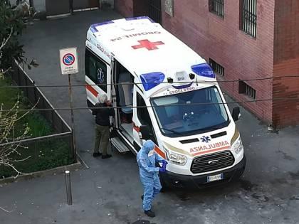 """Morta in casa per il virus, trema l'intero condominio: """"Così li abbiamo salvati"""""""