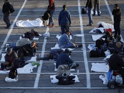 Coronavirus, a Las Vegas senzatetto sistemati in un parcheggio