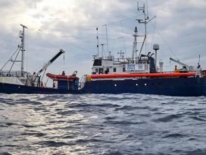 """Porti chiusi, protestano le Ong: """"Lasciate annegare i migranti con la scusa del Covid"""""""