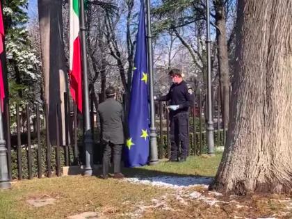 """In Abruzzo ammainata bandiera Ue, il Pd insorge: """"Lamorgese punisca il gesto"""""""