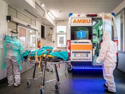 """""""Malati costretti a stare per ore nelle ambulanza davanti agli ospedali..."""""""