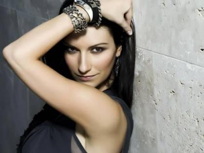 """Trionfo della Pausini. Vince il Golden Globe e """"vola"""" a Sanremo"""