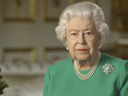 Coronavirus, niente colpi di cannone per il compleanno della regina Elisabetta