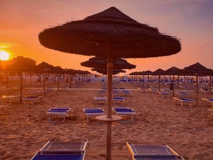 La Romagna aiuta i balneari, la Toscana li blocca