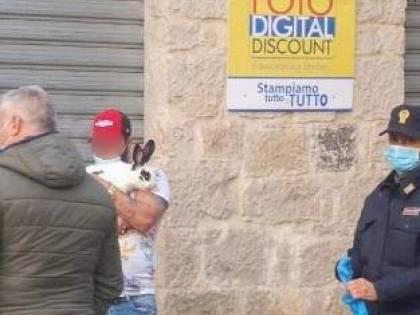 """Fondi, sorpreso a spasso con un coniglio in piena """"zona rossa"""""""