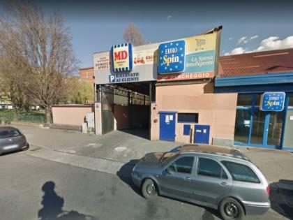 Torino, romeno leva mascherine a clienti e aggredisce agenti