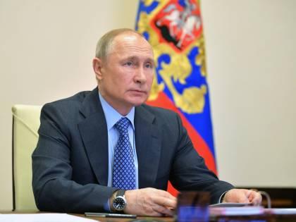 Putin cura con il mosaico il peggior calo di consensi