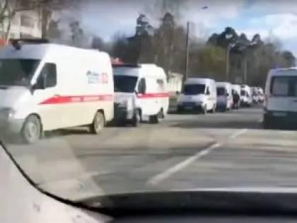 Mosca, fila di ambulanze verso l'ospedale