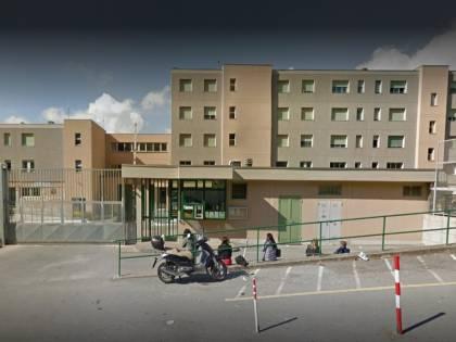 Sanremo, detenuto prende a pugni agente che lo riaccompagna in cella
