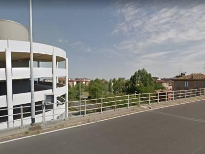 Modena, si getta da cavalcavia per evitare agenti: pusher in ospedale