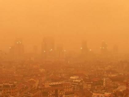 Maltempo, piogge e temporali su tutta Italia: nubi cariche di sabbia desertica