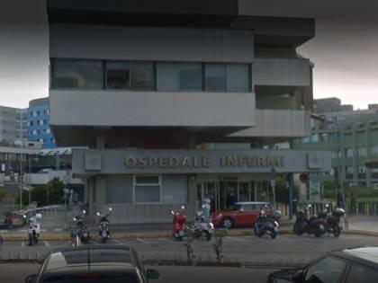 Rimini, gambiano Covid-positivo scatena il panico in ospedale