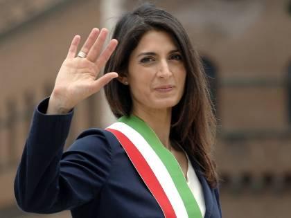 """Roma, la Raggi vuole il bis: """"Mi ricandido, scelta contro i giochi di Palazzo"""""""