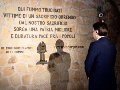 Conte rende omaggio alle Fosse Ardeatine: ''Per non dimenticare''