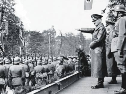 Da Hitler alla Guerra fredda Il Novecento in un romanzo