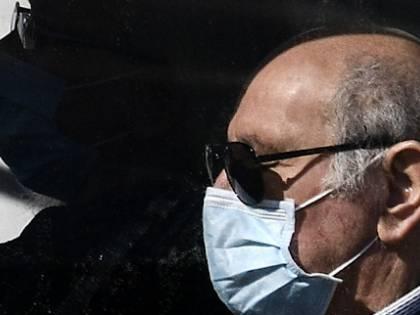 """""""L'Italia produrrà milioni di mascherine"""". Ma nessuno ha il via libera a venderle"""