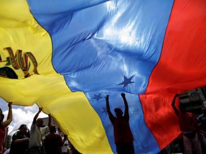 Il fallito golpe in Venezuela e la bandiera russa a Berlino
