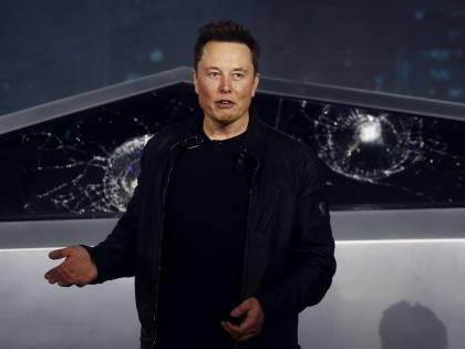 """Guerra spaziale Musk-Bezos. """"Inutili i satelliti di Amazon"""""""