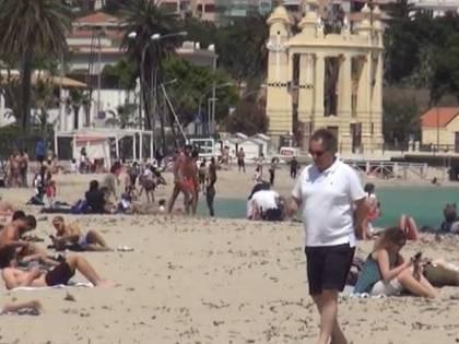 """La spiaggia di Mondello si ribella: """"Qui il virus non c'è"""""""
