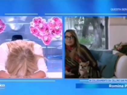 Domenica In, disastrosa diretta con Romina: il cameraman cade, Yari inciampa nei cavi