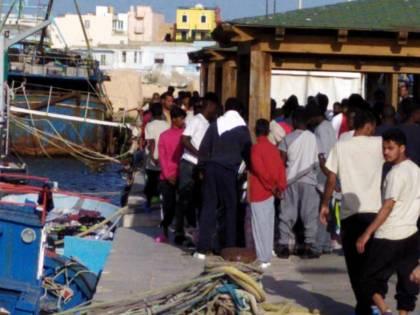 Non c'è tregua per Lampedusa. E la nave-quarantena non c'è