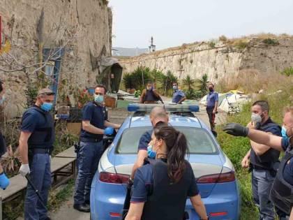 Messina, sequestra e stupra due clochard: tunisino in manette