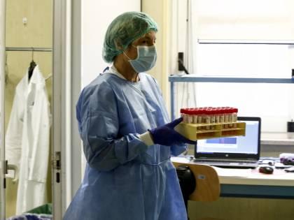 Coronavirus, stop ai tamponi: adesso arriva l'ecografo