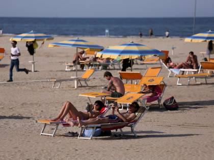 Date, regole e obblighi in spiaggia: come e quando andare al mare