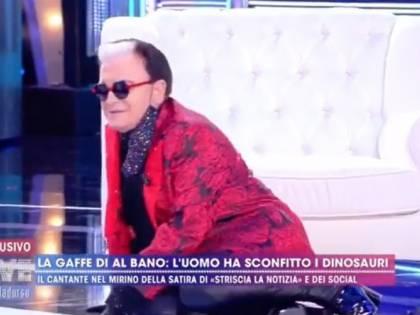 """Live, Cristiano Malgioglio cade dalla poltrona in diretta: """"Colpa dei pantaloni"""""""