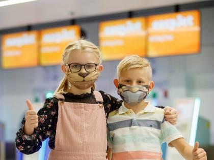 Bambini in aereo, arrivano i copri-mascherina ispirati ai fumetti
