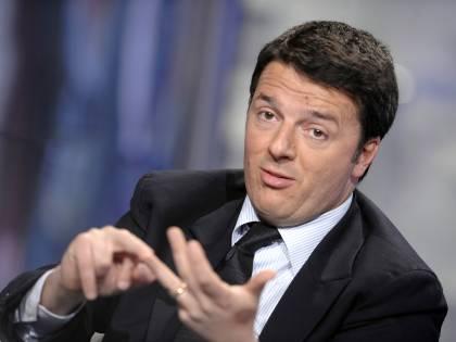 """Un foglietto di appunti fa infuriare Renzi: """"Montatura vergognosa"""""""