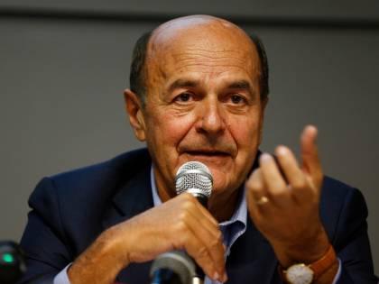 "Virus, Bersani choc: ""Col centrodestra al governo non sarebbero bastati i cimiteri"""