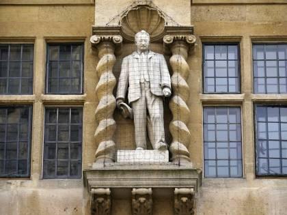 """Caccia aperta alle statue """"colonialiste"""""""