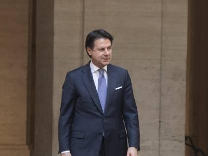 Via agli Stati generali di Conte. L'occhio della Troika sull'Italia