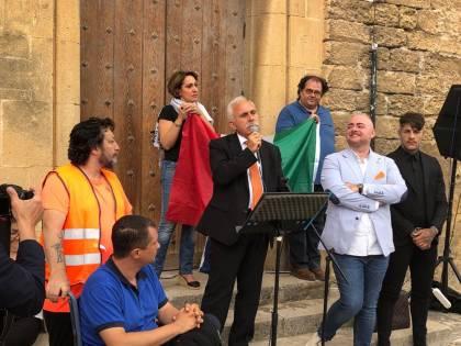 "I gilet arancioni a Palermo. Pappalardo: ""Conte? Sprovveduto, arrogante e non capisce niente"""