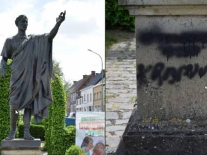 """Persino Giulio Cesare il """"democratico"""" vittima di chi devasta la storia e le statue"""