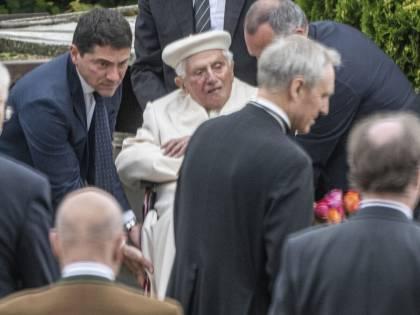 """""""Ratzinger torna domani in Vaticano"""": arriva l'ufficialità del ritorno"""