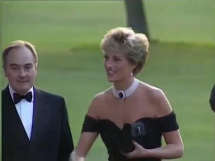 Il principe Carlo tradì Lady Diana. E lei lo fece vergognare con il vestito della vendetta