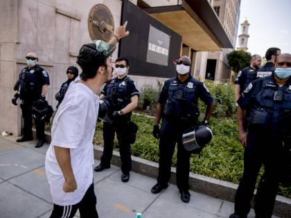 """Trump sfida il Black Lives Matter: """"Via le statue di Gesù? Non con me"""""""
