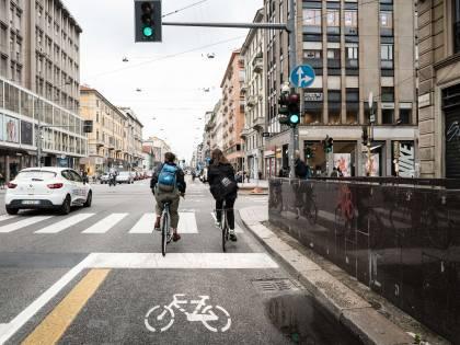 """Ciclabili """"boomerang"""": più traffico (e più smog)"""