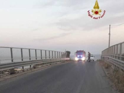 Cadono calcinacci da cavalcavia autostradale: paura in A12