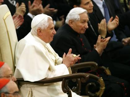 Ratzinger rinuncia all'eredità del fratello Georg: dona tutto alla Chiesa