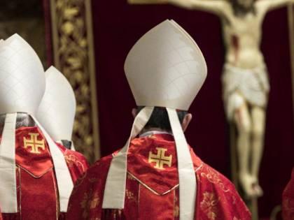 """La """"partita"""" decisiva per la Chiesa: chi può succedere al Papa"""
